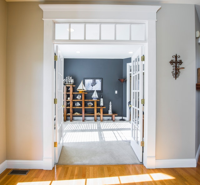 dvojkřídlé skleněné dveře